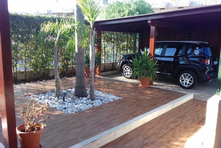 giardino anteriore - posto auto interno